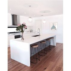 Exceptional modern kitchen room are offered on our web pages. Have a look and you wont be sorry you did. Home Decor Kitchen, Kitchen Living, Kitchen Interior, New Kitchen, Kitchen Ideas, Awesome Kitchen, Kitchen White, Beautiful Kitchen, Kitchen Inspiration