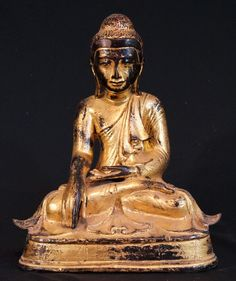Antique Mandalay Buddha Material: Bronze 43,5 cm high 34,5 cm wide Goldplated with 24 krt. gold Mandalay style Bhumisparsha Mudra 19th century With porcelain eyes Originating from Burma