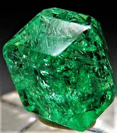 Tsavorite from Merelani Hills, Arusha, Tanzania via Marin Mineral Minerals And Gemstones, Rocks And Minerals, Buy Gemstones, Natural Crystals, Stones And Crystals, Gem Stones, Natural Stones, Beautiful Rocks, Mineral Stone