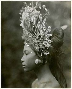 "burnedshoes: "" © Andre Roosevelt, Bali dancer A towering headdress and plug earrings adorn a Balinese djanger dancer, part of a coed performance that was ""more of popular fun than of temple dance or disciplined art,"" wrote Maynard Owen. We Are The World, People Around The World, Cultura Yaqui, Vintage Photography, White Photography, Dancer Photography, Travel Photography, Fashion Photography, Madonna"