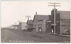 RP: Main Street [dirt] , SUMMERBERRY , Saskatchewan , Canada , 00-10s ; Deering store on right - Delcampe.com