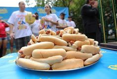 Today is #NationalHotDogDay2013. #FreeHotdogs, #Freebies, #Deals #repinly, #examinercom