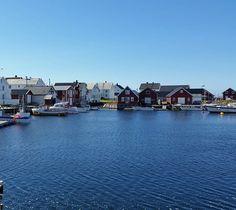 Veidholmen 💙 . . . . #nature #sommer #summer #sea #seaside #blue #hiking #weather #fishing #fishing_community #fish #himmel #light #sky #explore #sun #boat #boathouse #landscape #outdoor #outside #colours #norway #instagram #armature #Smøla #veidholmen #visitnorway #møre #Norge