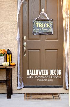 This year check out how easy it is to set up your outdoor Halloween Decor with Command Outdoor Products!