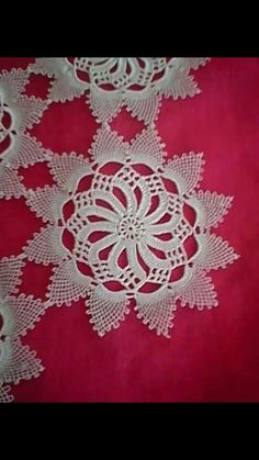 This Pin was discovered by HUZ Crochet Doilies, Crochet Flowers, Crochet Lace, Cd Project, Irish Crochet, Hand Embroidery, Diy And Crafts, Projects, Stuff To Buy