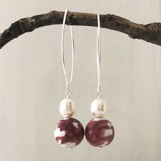 red-agate-and-pearl-earring Pearl Jewelry, Silver Jewelry, Pearl Necklace, Red Agate, Agate Beads, Baroque Pearls, Handmade Silver, Silver Earrings, Jewelry Design