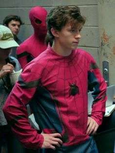 Who does not love Tom Holland? Photos and Gif of all kinds. Iron Man, Siper Man, Man Suit, Tom Peters, Tom Holand, Tom Holland Peter Parker, Men's Toms, Tommy Boy, Man Thing Marvel