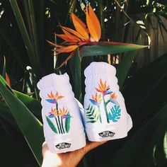 Paradise on your feet. Hand painted by notoriousb. Painted Canvas Shoes, Custom Painted Shoes, Painted Vans, Painted Sneakers, Hand Painted Shoes, Painted Clothes, Vans Customisées, Tenis Vans, Sk8 Hi Vans