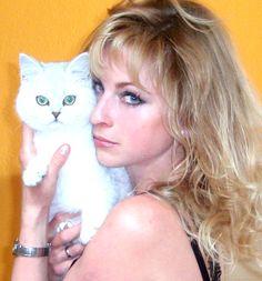 Markéta Harasimová, s kočičkou.