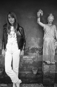 portrait-of-french-pop-musician-and-actress-francoise-hardy-as-she-picture-id525597078 (671×1024)