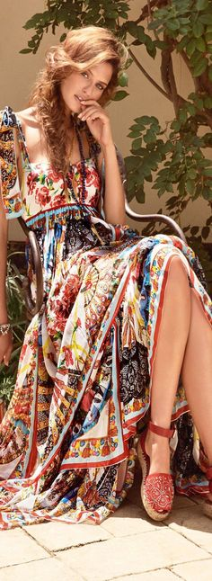Love the colors, patterns, and style of this dress. I have Gypsy heritage, so I gravitate toward this style :-) ╰☆╮Boho chic bohemian boho style hippy hippie chic bohème vibe gypsy fashion indie folk outfit╰☆╮ Hippie Stil, Hippie Look, Look Boho, Indie Fashion, Fashion Moda, Look Fashion, Womens Fashion, Fashion Trends, Bohemian Fashion