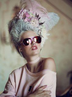 Pastell waren schon die Farben der Rococo-Zeit - und sind heute angesagt wie eh und je! Traust du dich noch ein bisschen Rococo mit in die heutige Zeit zu bringen? Haare pudern ist heute vielleicht noch verpönt, aber ist Haarkreide nicht schon sehr ähnlich? | Stylefeed