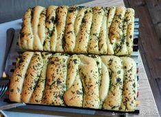 Chlebek ziołowy odrywany - przepis ze Smaker.pl Italian Recipes, Vegan Recipes, Vegan Food, Feel Good Food, Gluten Free Diet, Family Meals, Banana Bread, Clean Eating, Veggies
