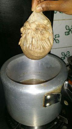 Yakhni pulao finds a mention in Ain e Akbari. Andhra Recipes, Indian Chicken Recipes, Indian Food Recipes, Bangladeshi Food, Bengali Food, Iranian Food, Chicken Pulao Recipe, Briyani Recipe, Basmati Rice Recipes