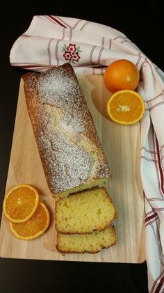 Dopo una breve pausa, ricca ma intensa eccomi di nuovo qui a pasticciare in cucina! Una rima con inverno, che mi piace molto è....arance a volontà! Oggi vi propongo una torta golosa e vitaminica re...