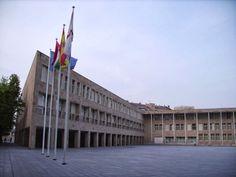 D E L A D R I L L O S Y B O T E L L A S Ayuntamiento de Logroño, arq. R. Moneo
