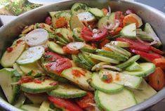Κολοκυθάκια με διάφορα λαχανικά στον φούρνο !!! ~ ΜΑΓΕΙΡΙΚΗ ΚΑΙ ΣΥΝΤΑΓΕΣ Potato Salad, Cucumber, Zucchini, Food And Drink, Cooking Recipes, Vegetables, Ethnic Recipes, Chef Recipes, Vegetable Recipes