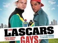 Ryan et Steeve sont Les Lascars gays victimes d'une double peine. Ils sont à la fois lascars de la cité et gays.   Ces deux personnages, au style bande dessinée, bouleversent les codes de la banlieue et de l'homosexualité.   Ils abattent les préjugés avec humour, dérision, et tendresse.   Grâce à l'émission de Laurent Ruquier On n'demande qu'à en rire sur France 2, Les Lascars gays se retrouvent plébiscités sur la scène du Spendid... Bang Bang, Gay, France 2, Spectacle, Bangs, Baseball Cards, Biographies, Laurent, Laughing