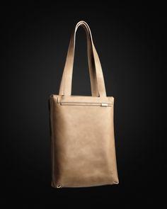 . Leather Bag, Tote Bag, Bags, Fashion, Handbags, Moda, Fashion Styles, Leather Satchel, Tote Bags