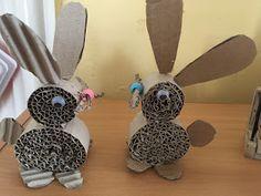 za hubičku .... Co jsme potřebovali: vlnitou lepenku 1 korálek a 2 oči a králíčci jsou na světě! inspiraci...