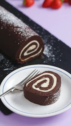 Roll de bizcochuelo con truco making buttercream flowers elevates any dessert and making them is much easier than you think the most important things to have are the right piping tips buttercream thats the correct consistency and a little patience Cake Roll Recipes, Dessert Recipes, Punch Recipes, Fall Desserts, Deli Food, Burger Food, Chef Food, Food Menu, Food Dishes