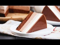 Brownie cheesecake: a dream come true for chocolate lovers! Triple Layer Chocolate Cake, Best Chocolate Cheesecake, Dark Chocolate Mousse, Chocolate Sponge Cake, White Chocolate Mousse, Dark Chocolate Cakes, Brownie Cheesecake, Chocolate Lovers, Wow Recipe