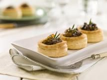 Caramelized onion, beef, red wine reduction Vol au Vent