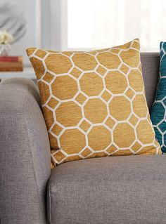 Exclusively from Simons Maison     A trendy Bloomsbury pattern with sinuous lines printed in contrasting urban turquoise and pure white.    Irregular chenille texture, velvety to the touch   Washable with removable cover and a hidden zip on the edging   45 x 45 cm