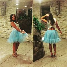 @isinabps posa muy guapa con su #falda de #tul #azulcielo y #top en #raso #blancoroto.  #invitadasperfectas #invitadasconestilo #boda #ceremonia  #estilo #outfit #caminoconmiestilo