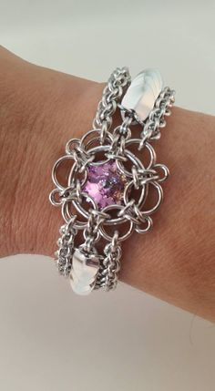 https://www.facebook.com/photo.php?fbid=805102466284981 Jump Ring Jewelry, Wire Jewelry, Jewelry Crafts, Beaded Jewelry, Jewelery, Chainmail Patterns, Chainmaille Bracelet, Diy Jewelry Inspiration, Chain Mail