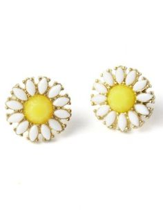 cheerful daisy stud earrings  http://rstyle.me/n/mivb4pdpe