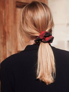 Super Simple Messy Ponytail Hairstyles - The Showiest Messy Ponytail Hairstyles . Super Simple Messy Ponytail Hairstyles – The Showiest Messy Ponytail Hairstyles … Super Simpl Messy Ponytail Hairstyles, Pretty Hairstyles, Wedding Hairstyles, Scrunchy Hairstyles, Short Hair Ponytail, Perfect Hairstyle, Quinceanera Hairstyles, Quick Hairstyles, Updo Hairstyle