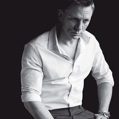 Daniel Craig. I liked him as James Bond sorta. Sean Connery was the best though.