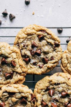 You would never guess that these chocolate chip cookies are GLUTEN FREE! They're gooey and chewy on the inside, crispy on the outside, and loaded with chocolate chips. It's easily the BEST gluten free chocolate chip cookie recipe. Gluten Free Chocolate Chip Cookie Recipe, Oatmeal Chocolate Chip Cookies, Chocolate Chips, Chocolate Bars, Homemade Chocolate, Best Gluten Free Cookies, Chocolate Meringue, Coconut Chocolate, Healthy Chocolate