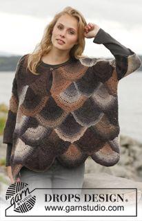 """Knitted wide DROPS sweater in garter st with fan pattern in """"Delight"""". Size: S - XXXL. ~ DROPS Design"""