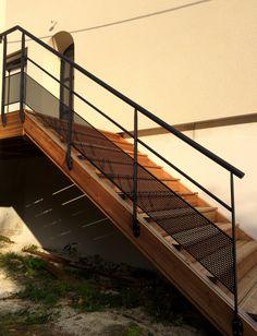 escalier ext rieur sur mesure loft avec limons en stratifi composite marches caiboti m tal et. Black Bedroom Furniture Sets. Home Design Ideas