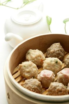 The Top 9 Dim Sum Recipes is part of Chinese recipes Dim Sum - Dim Sum is a staple of Chinese cuisine and come in all kinds of forms Here is a selection of popular dim sum recipes Asian Recipes, New Recipes, Cooking Recipes, Favorite Recipes, Oriental Recipes, Asian Foods, Recipies, Bamboo Steamer Recipes, Chicken Spring Rolls