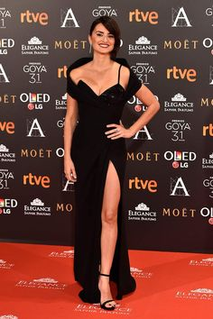 Goya Awards 2017: Penélope Cruz in Atelier Versace