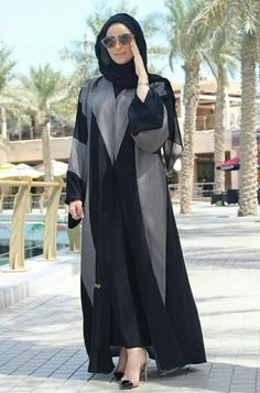 Abaya with contrast grey patching