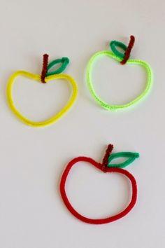 Kids Crafting Pipe Cleaner Apples - Diy For Kids Fun Crafts For Kids, Summer Crafts, Toddler Crafts, Fall Crafts, Projects For Kids, Art For Kids, Arts And Crafts, Apple Activities, Craft Activities