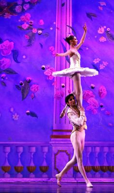 Just 5 days left to enter to win 6 (6!) tickets to see Moscow Ballet's Great Russian Nutcracker. Easy-peasy at www.nutcracker.com/enter-to-win.