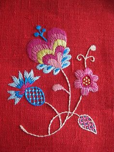 Ideas Embroidery Simple Flowers Stitches For 2019 Bordado Jacobean, Jacobean Embroidery, Crewel Embroidery, Embroidery Applique, Cross Stitch Embroidery, Embroidery Patterns, Learn Embroidery, Scandinavian Embroidery, Swedish Embroidery