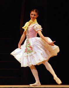 Alina Cojocaru in La Fille mal Gardee. The Royal Ballet. London, Royal Opera House, 2012. © John Ross. Cojocaru herself was enchanting in the long scene with her mother at the start of the second act: as her Titania earlier this season also showed, she has a quite unexpected talent for charming silliness. Elsewhere I found her rather too overwhelmingly sweet, but her dancing is light and lovely. – Jane Simpson, DanceTabs
