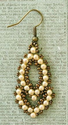 Linda's Crafty Inspirations: Esmeralda Earrings - More samples Seed Bead Jewelry, Bead Jewellery, Seed Bead Earrings, Hoop Earrings, Beading Jewelry, Beaded Earrings Patterns, Beaded Bracelets, Jewelry Crafts, Handmade Jewelry