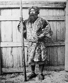 아이누 남성. 1880년 경 찍은 사진.