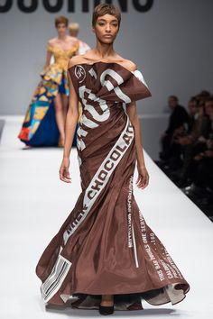 Moschino by Jeremy Scott Paris Fashion Week 2014 Jeremy Scott, Cute Fashion, High Fashion, Fashion Show, Fashion Outfits, Fashion Design, Moschino, News Fashion, Runway Fashion