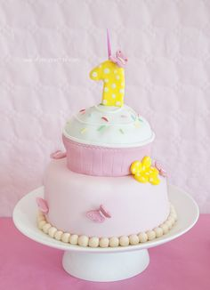 Pink and Yellow Cupcake Cake by www.fancyparties.es