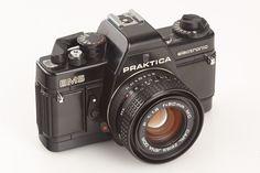 Dat was nog eens een camera. De praktika BMS electronic.