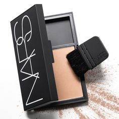 No gloomy skies here. NARS's oversized Tahiti Bronzer means the forecast is calling for sunny days ahead.