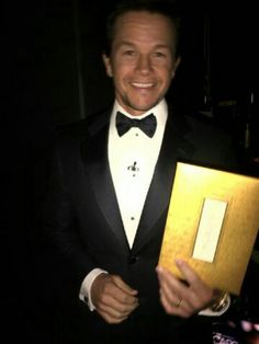Look at that smile! Mark Wahlberg, Wahlberg Brothers, Oscars 2013, Oscar Night, Ideal Man, Celebs, Celebrities, Celebrity Photos, Candid